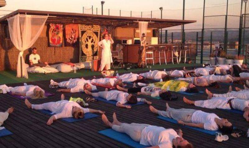 meditacion_qwellness_sabadell_piscina_natacion_yoga