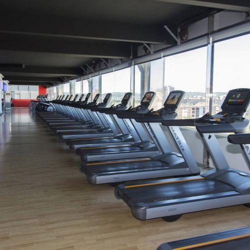 fitness-qwellness-gimnasio-padel-pilates-yoga-boxeo-natacion-entrenador-personal