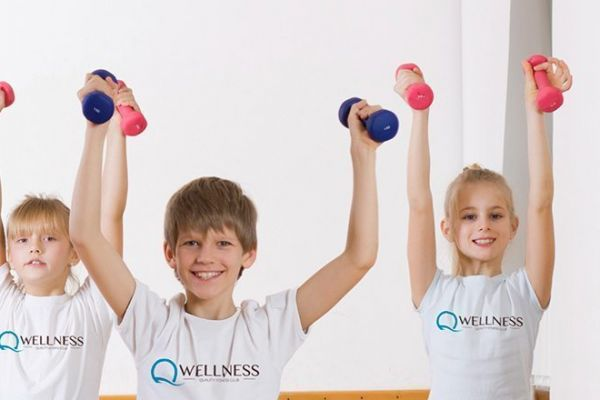 qwellness_nios_fitness_sabadell_padel_natacion_yoga_pilates_boxeo_crossfit